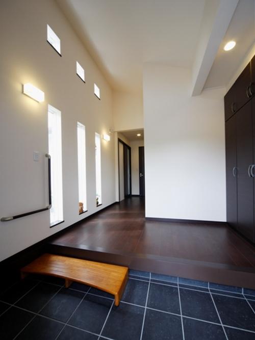 渡り廊下と坪庭のある一体型2世帯