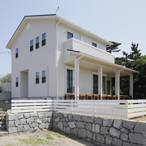 西海岸風もみの木のサーファーズハウス